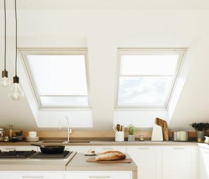 Čím zastínit střešní okna? Zkuste látkové stínění