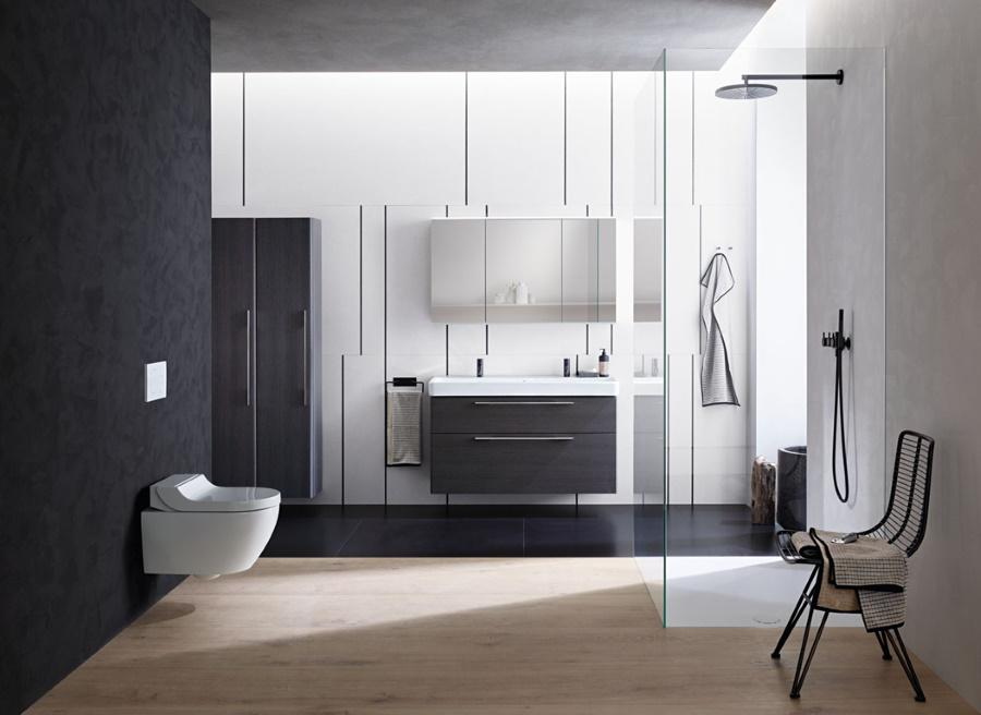 Sprchovací WC Geberit AquaClean Tuma je dostupné se 4 designovými kryty - alpská bílá, černé sklo, bílé sklo a broušená ušlechtilá ocel.