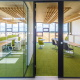 Naše architektura kanceláří má za cíl vytvářet prostředí, které spíše povzbudí k vyšší výkonnosti, než utlumí
