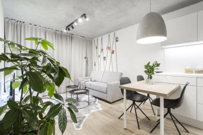 5 tipů, jak opticky zvětšit malý panelákový byt. Začněte od podlahy