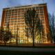 Baťův mrakodrap rozsvítila světla společnosti Zumtobel