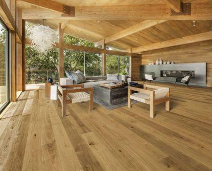 Dřevěné podlahy dominují interiérům: Nově i jako obklad stěn a stropů
