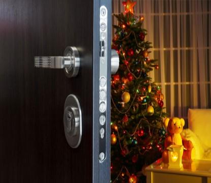 Tiché a klidné Vánoce díky bezpečnostním bytovým dveřím