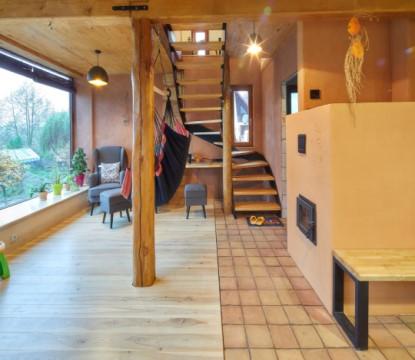 Ze staré pískovcové stodoly vytvořili osobitý domov