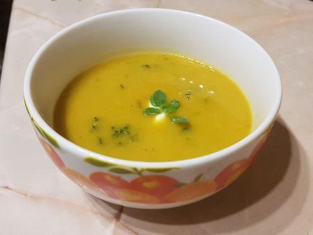 Přichází čas dýní. Uvařte si pikantní polévku!
