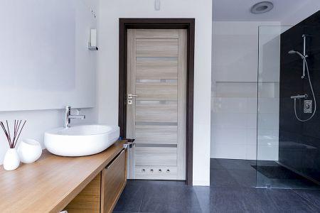 Nákup dveří a podlah z klidu domova