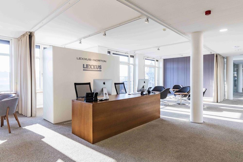 Realitní kancelář Lexxus Norton zaměřená na luxusní bydlení dokončila rebranding