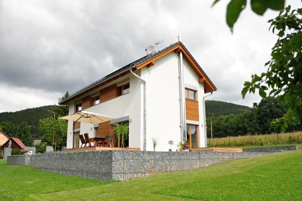 Moderní dřevostavby na horách: rozumí si s krásnou přírodou i drsnými podmínkami