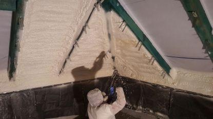 Stříkaná pěnová izolace přilne ke každému materiálu beze spár