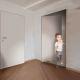 Reverzní dveře s opačným otevíráním pro úzké a malé místnosti