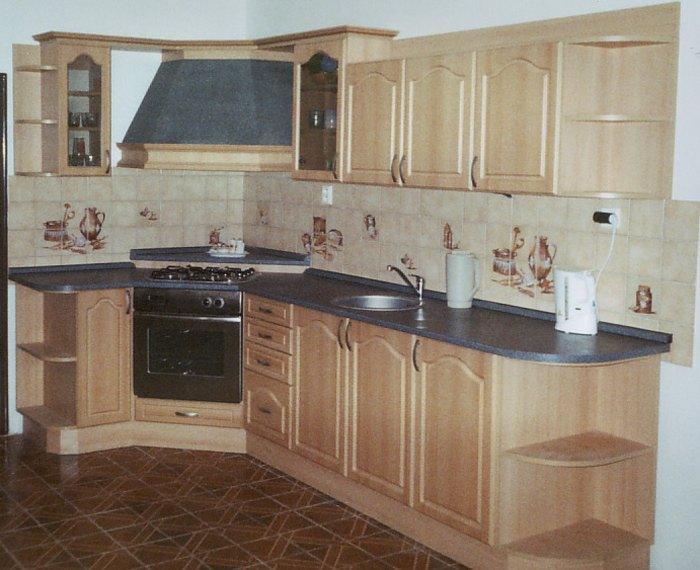 e27da042af34 Pět zásad barevného ladění tradiční kuchyňské linky