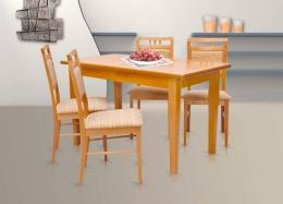 Pořádný stůl a pohodlné židle jsou základem bydlení