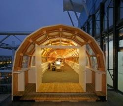 """Pritzkerova cena 2014 pro """"humanitárního architekta"""" s japonským vychováním"""