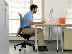 Židle, které brání neblahým důsledkům dlouhodobého sezení