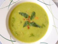 Hrášková polévka s mátou