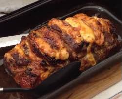 Marinovaná pečínka prokládaná anglickou slaninou a sýrem