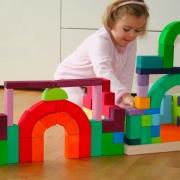 Hračky v barvách duhy - pro radost, tvořivost a poznávání