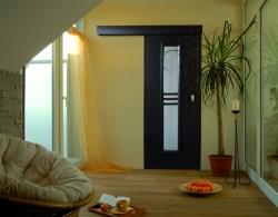 Posuvný systém SGR2 zajistí pohyb dveří po stěně, součástí kompletu je garnýž, kolejnice a bezfalcový doraz, foto: SEPOS