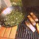 Steak z lososa s mangoldem a grilovanými bramborami