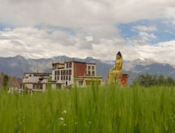 Na stavbě ekologické školy v Malém Tibetu se podílejí studenti z FAST v Brně
