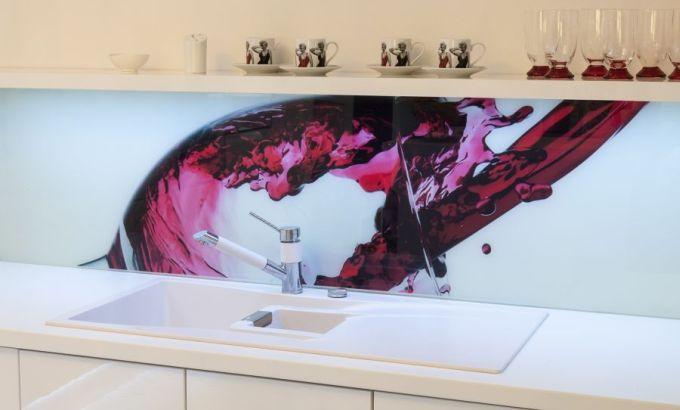 Použití barevného skla v bytě - detail, zdroj: VV SKLO