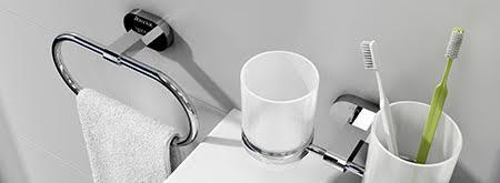 Koupelnové doplňky Chrome: nadčasová elegantní krása skla a lesklého chromovaného povrchu