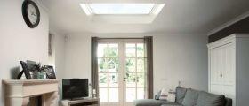 Okna, která přivedou světlo i do domu s plochou střechou