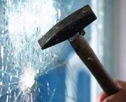 Víte, jak ochránit velké prosklené plochy před rozbitím?